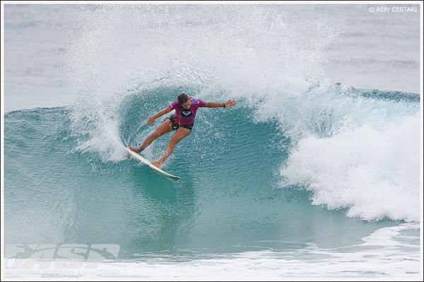 Sally Fitzgibbons (AUS), 20, 2010 ASP Women's World Runner-Up, will kickstart her 2011 ASP Women's World Title campaign at the upcoming Roxy Pro Gold Coast presented by Land Rover. Photo: ASP / Cestari.
