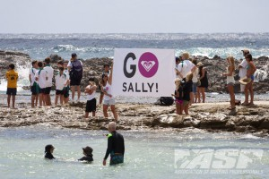 Go Sally! Sally Fitzgibbons fans at the 2011 Roxy Pro Gold Coast. Photo © ASP 2011 / Kirstin.