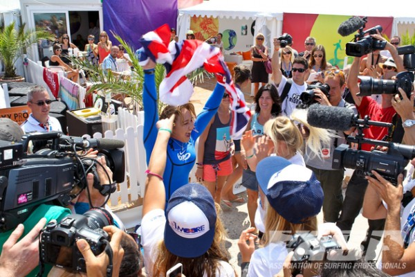 Newly crowned ASP Women's World Champion, Carissa Moore (HAW), surrounded by media at the Roxy Pro in Biarritz.