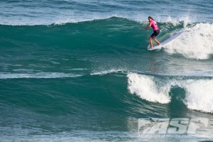 Californian Jennifer Smith (USA) putting herself in a critical walling-up section and hanging five with style. Photo ©ASP/Bonnarme