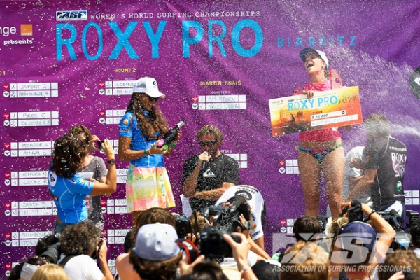 Champagne flying over the Roxy Pro awards' ceremony, newly crowned champion Lindsey Steinriede (California, USA) enjoying her win in front of a cheering crowds. Photo ©ASP/Bonnarme