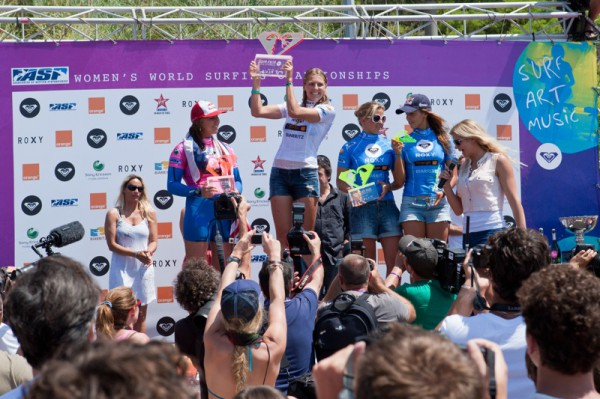 A 19th career win for Roxy Pro winner Stephanie Gilmore (AUS), a maiden ASP Women's World title for youngest surfer ever to clinch it, Carissa Moore (HAW). A day that will be remembered in Biarritz, France. Photo ©ASP/Bonnarme