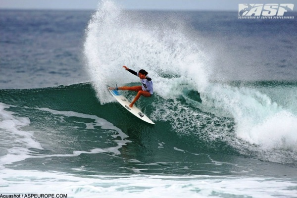 Malia Manuel (HAW), 18, will lead the new crop of surfers joining the elite women's ranks on the 2012 ASP Women's World Tour Series. Photo © Aquashot/ASPEUROPE.COM