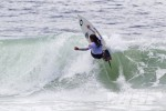 Arnette World Junior. Juliana Meneghel, Brazil, finishes the wave off cleanly in the quarterfinals. Photo ©ASP/Rowland.