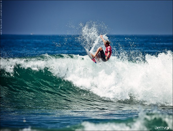 Stephanie Gilmore gliding effortlessly from section to section. Surf photo © Chris Grant, Jettygirl Online Surf Magazine