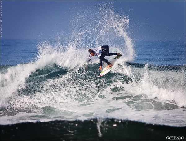 Fins out the back at the US Open of Surfing, Tyler Wright. Surf photo © Chris Grant, Jettygirl Online Surf Magazine.