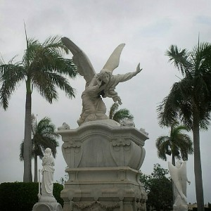 The Listener. Habana cemetery. Photo © Heather Jordan - http://hethaa.tumblr.com/