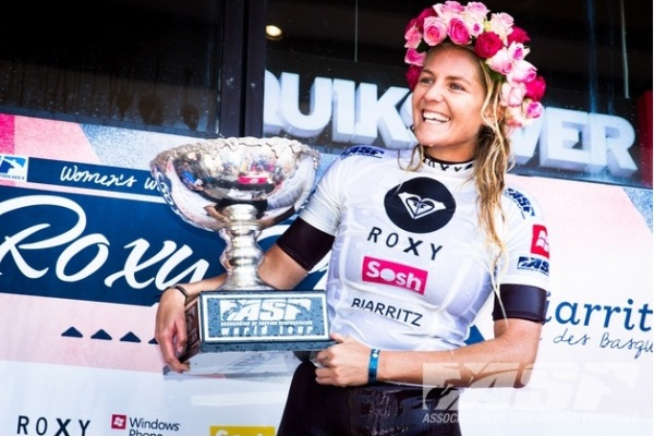 Stephanie Gilmore (AUS), 24, has claimed her 5th ASP Women's World Title today, posting a big win at the Roxy Pro Biarritz. Photo © ASP / Poullenot