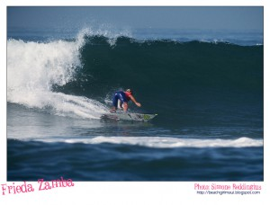 Frieda Zamba. Photo © Simone Reddingius. Surfing photos of women surfers from the 1980's.