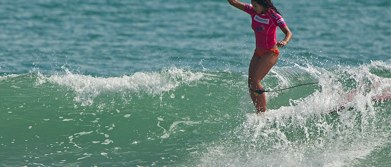 Kelia Moniz (HAW), reigning ASP Women's World Longboard World Champion cruising to the crown in China last year. Credit: ASP/Will H-S