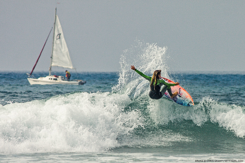 Bruna Schmitz blasts the lip in Oceanside. Surf photo © Chris Grant, Jettygirl.com