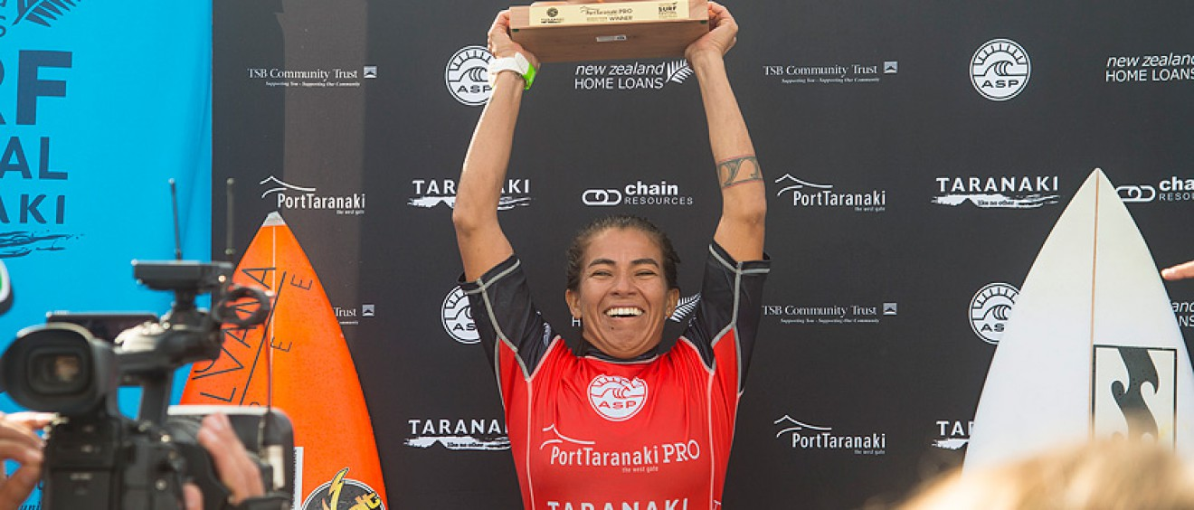 Silvana Lima, Brazil, returns to the winner's circle by winning the Port Taranaki Pro in New Zealand. Photo © ASP / Robertson