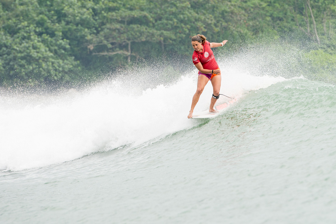 Chelsea Williams dominating the Riyue Bay point to claim her maiden ASP World Longboard Title. Photo credit: ASP / Will H-S
