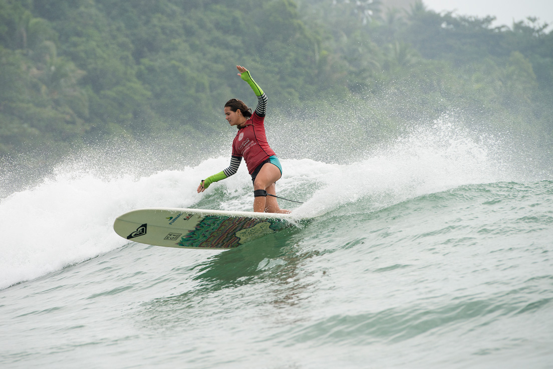 Chloe Calmon and her trademark stylish carve. Photo credit: ASP / Will H-S